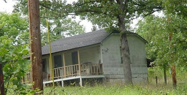 Paul S. Smith was living in this structure in Hawk Point, Mo.