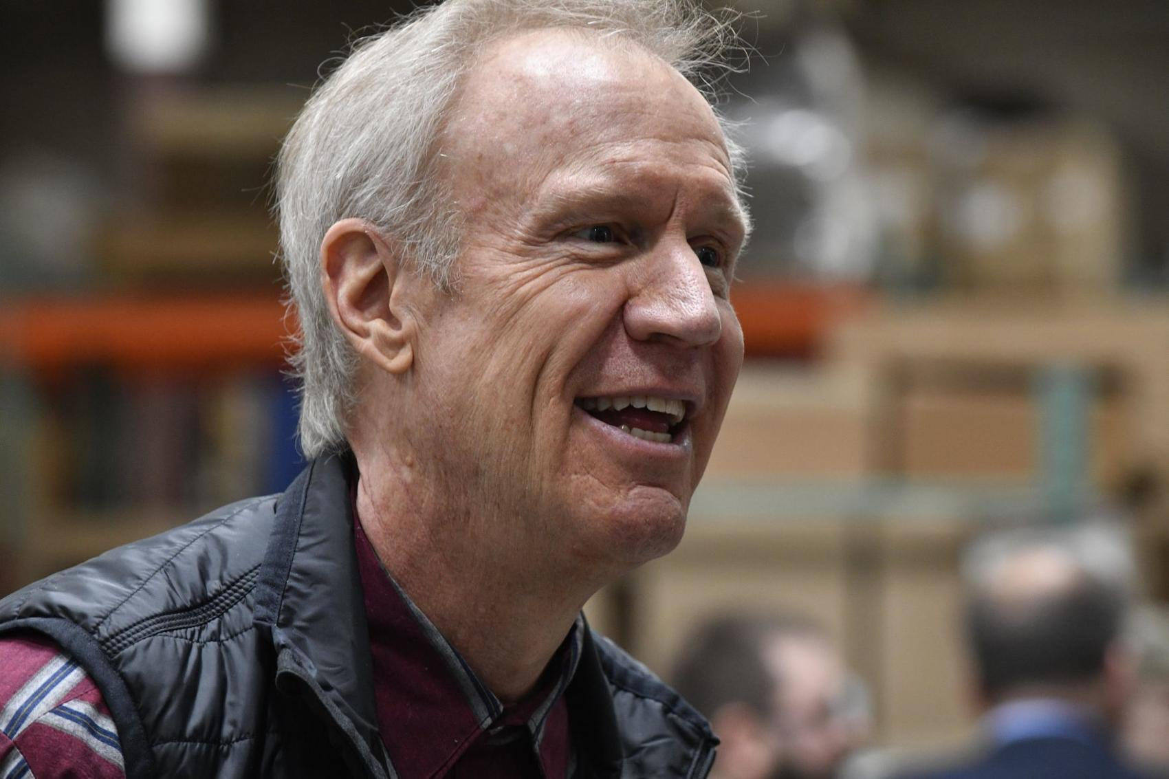 Illinois Governor Bruce Rauner visits Mac Medical in Millstadt as part of statewide tour