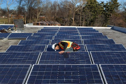 Rooftop solar installation in Overland