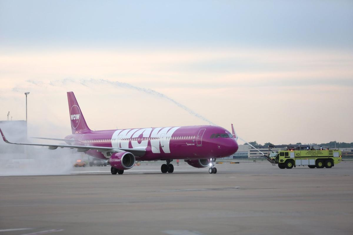 wow airlines detroit