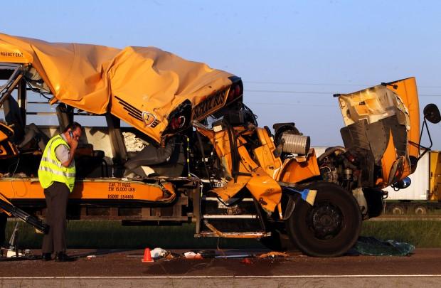 More than a dozen students hurt in bus crash near Litchfield