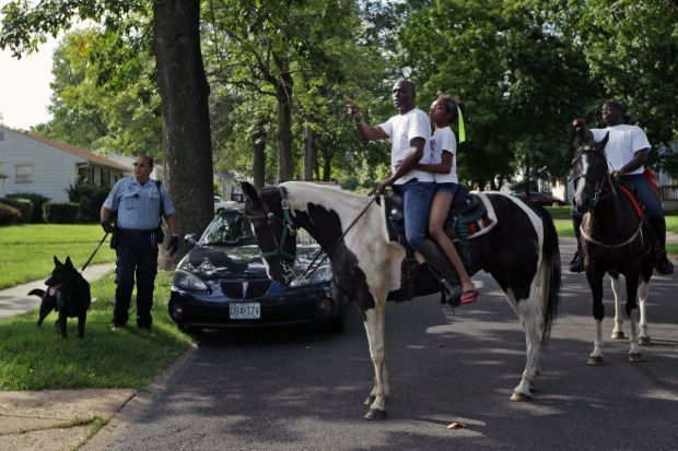 Men on horseback help detain robbery suspect in Ferguson