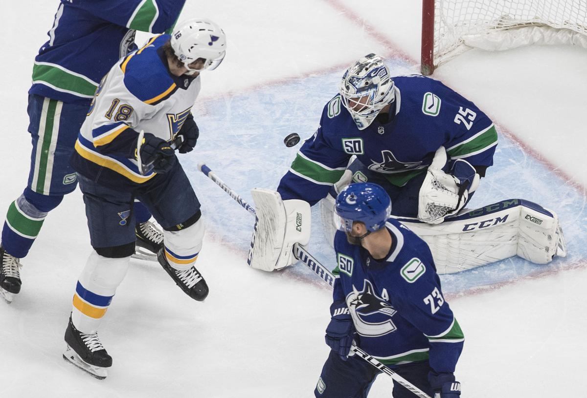 Blues Trail 4 3 After 2 Following Flurry Of Canucks Goals St Louis Blues Stltoday Com