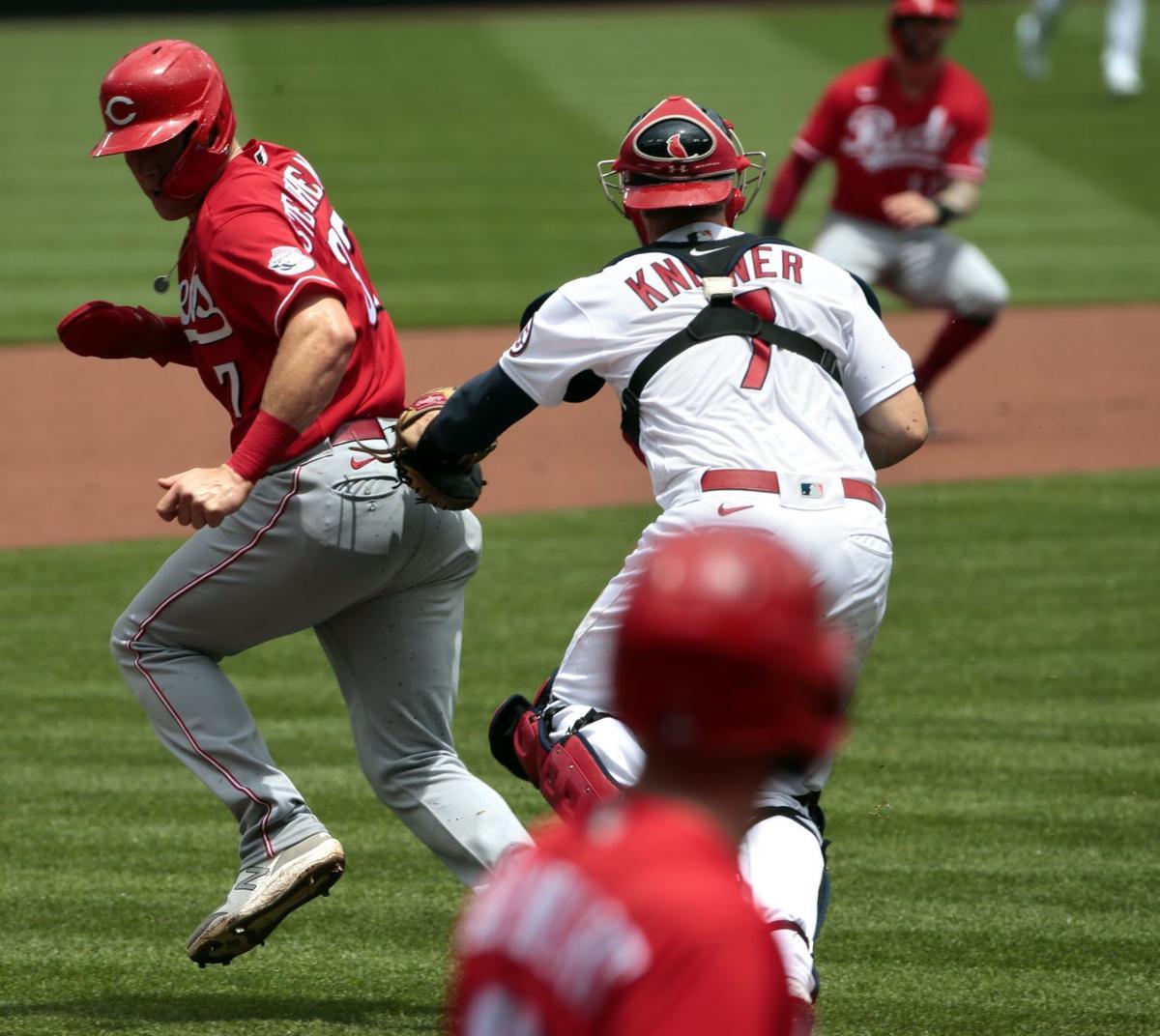 Reds sweep Cardinals 8-7