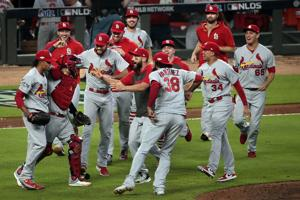 SEMPURNA 10: Catatan-smashing inning meluncurkan Kardinal ke NLCS terhadap Warga negara