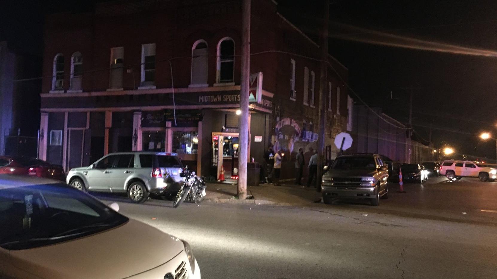 Three people shot at sports bar in Jeff Vanderlou neighborhood