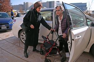 Krebs-Patienten erhalten lift von Freiwilligen Fahrern