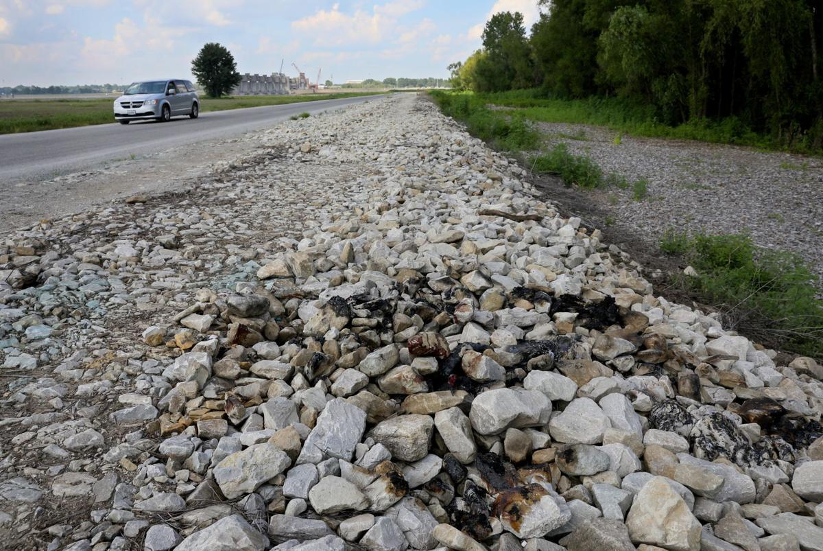Burned body found on side of road in West Alton