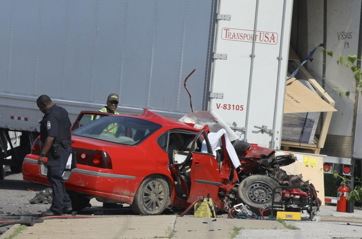 2 dead after car slams into tractor-trailer in St. Louis