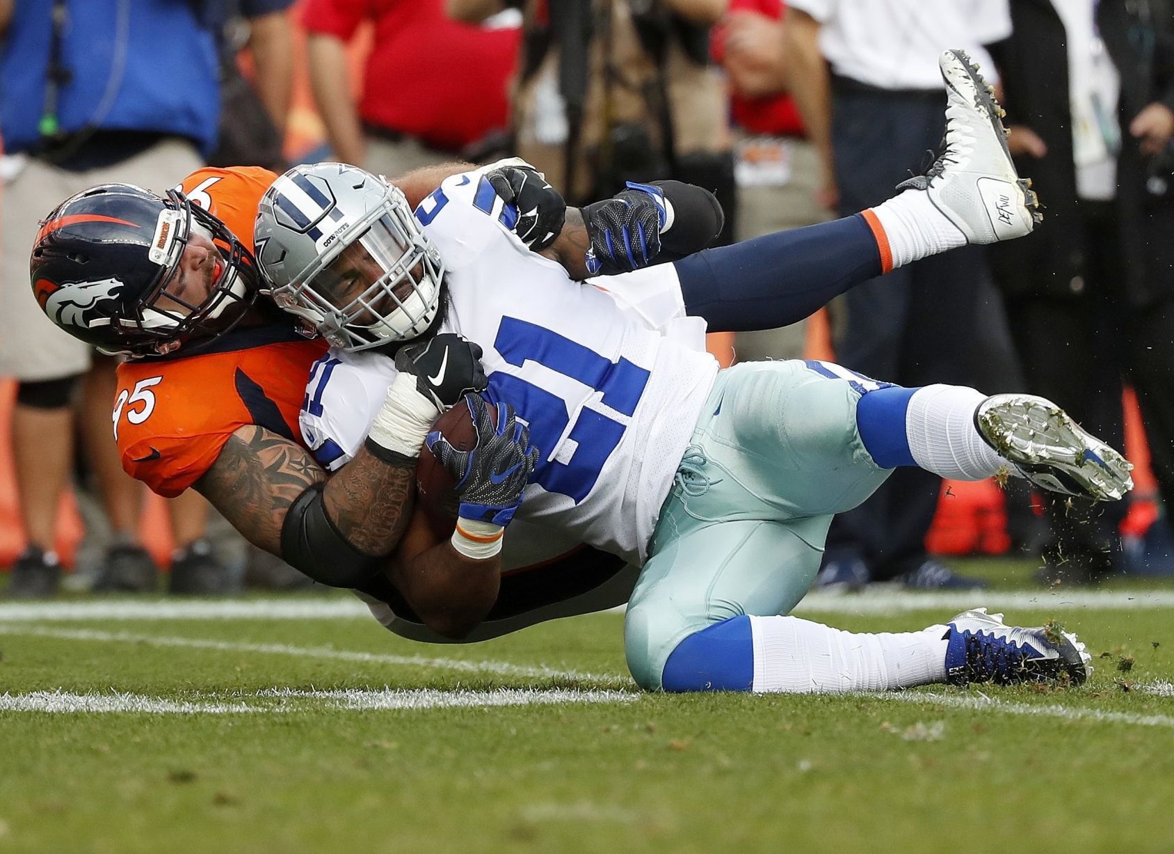 Tomlinson: Ezekiel Elliott 'quit' on his team Sunday