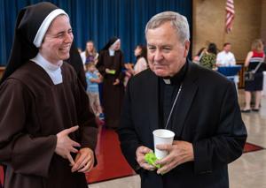 Keuskupan agung St. Louis menunda umum massal melalui akhir April