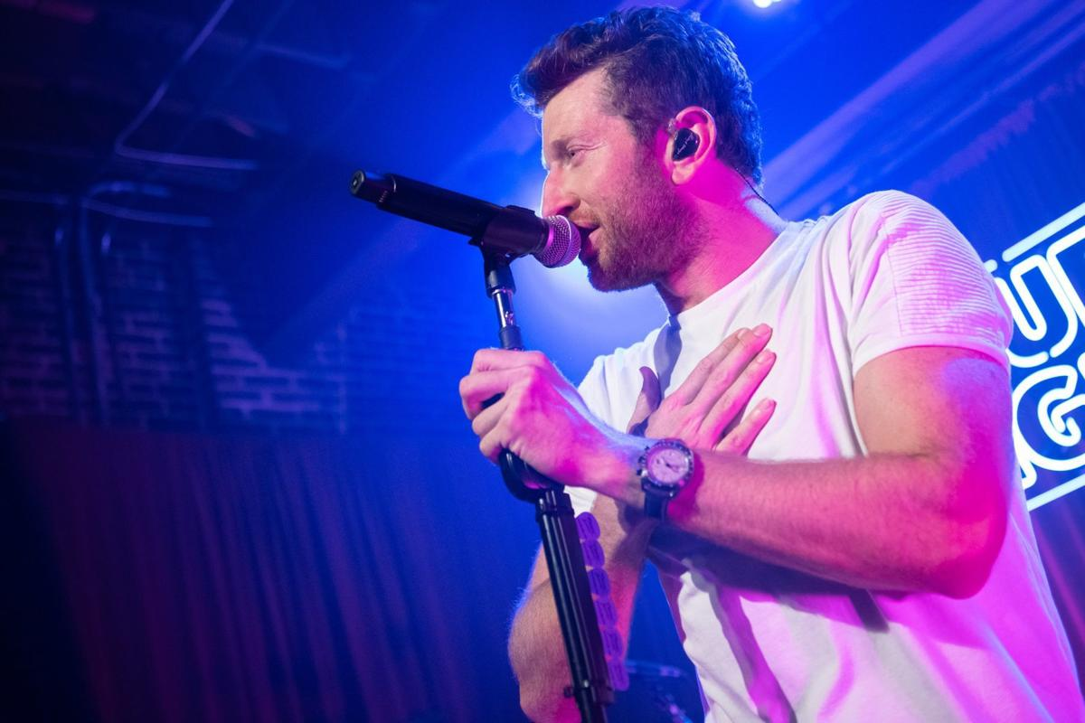 Country crooner and star Brett Eldredge thrills 'dive' bar crowd in St. Louis