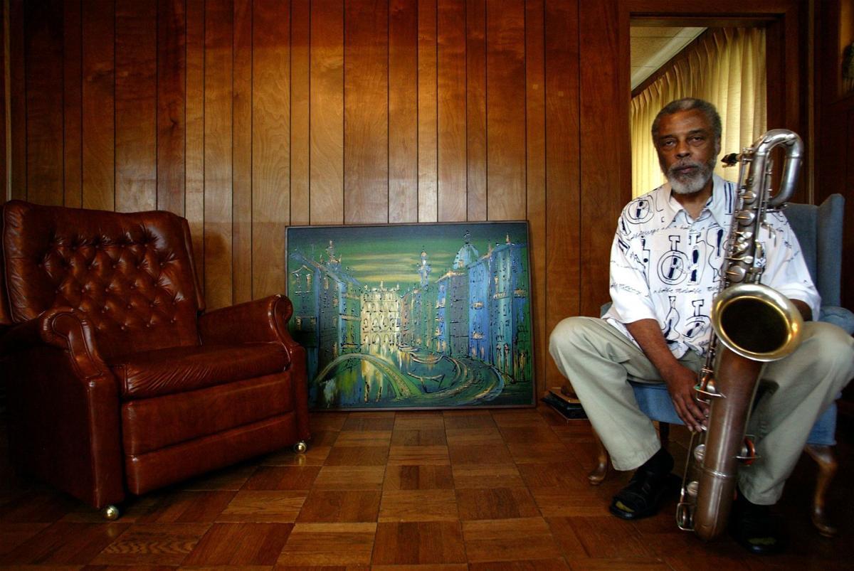 Hamiet Bluiett, trailblazing jazz saxophonist and Metro East native, dead at 78