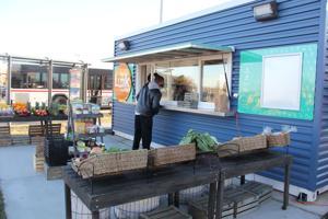 Versand-container Lebensmittelmärkte Kampf ums überleben in St. Louis und Hilfe suchen, von MetroLink