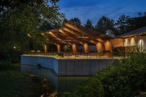 Neue Schatten-Struktur an der St. Louis Zoo auch erzeugt Solarenergie