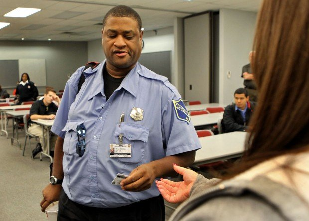 St. Louis, county spar over security guard licenses | Law and order ...