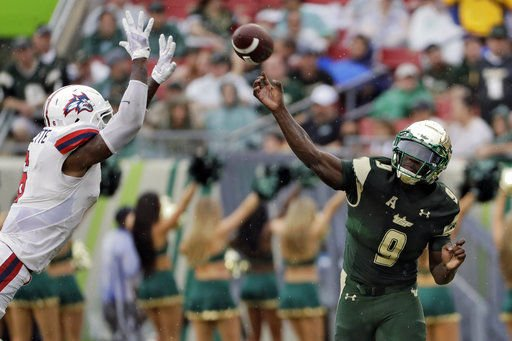 Charlie Strong paints silver lining on South Florida's ugly win over IL
