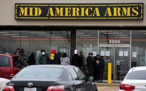 Gun sales soar in St. Louis metro inmitten von Befürchtungen über Corona-Virus-Pandemie