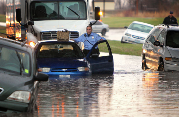 Cars stuck in flooding on Riverview Blvd