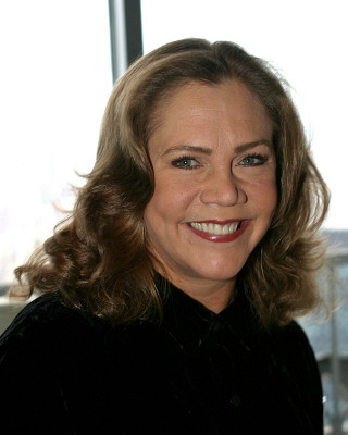 Kathleen Turner Gets High At St Louis Rep Arts And