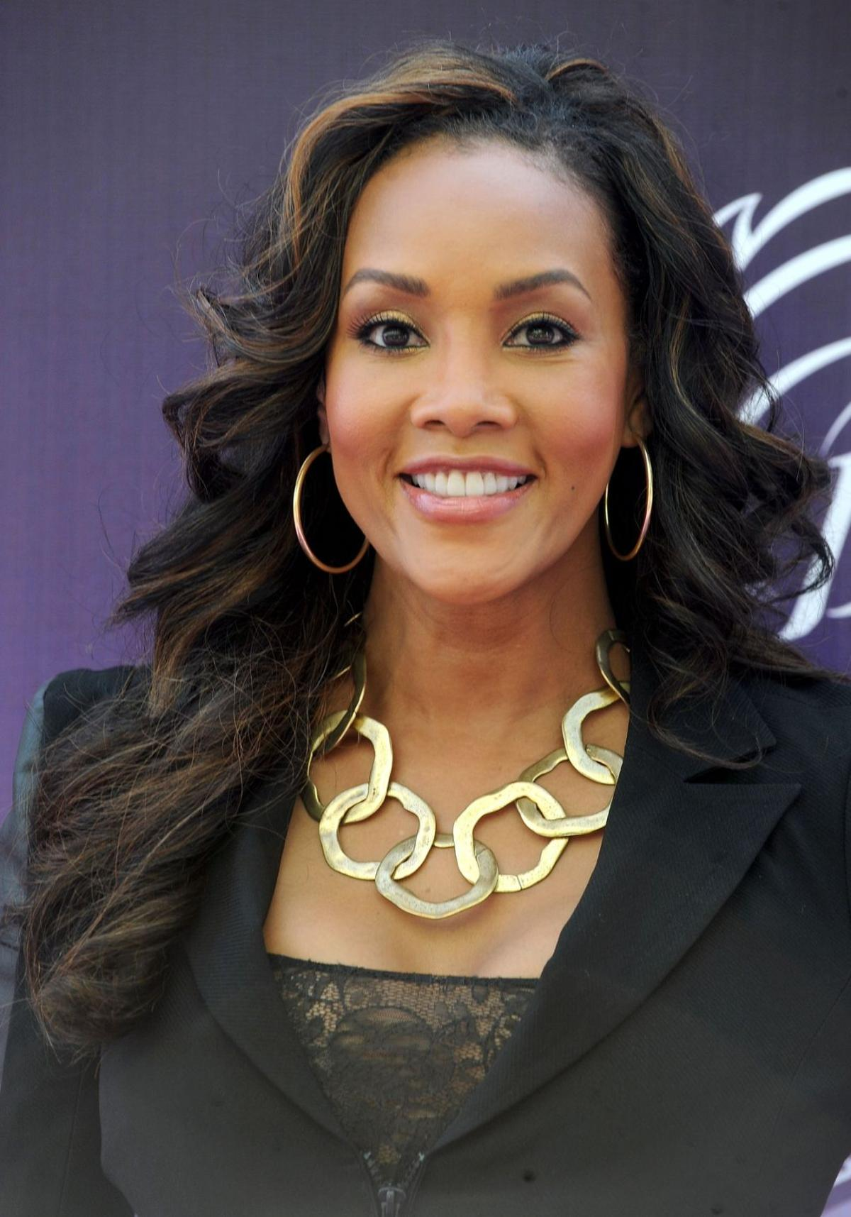 Vivica A Fox Expands Her R 233 Sum 233 Onstage Arts And
