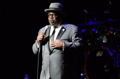 Comedian Cedric The Entertainer performs