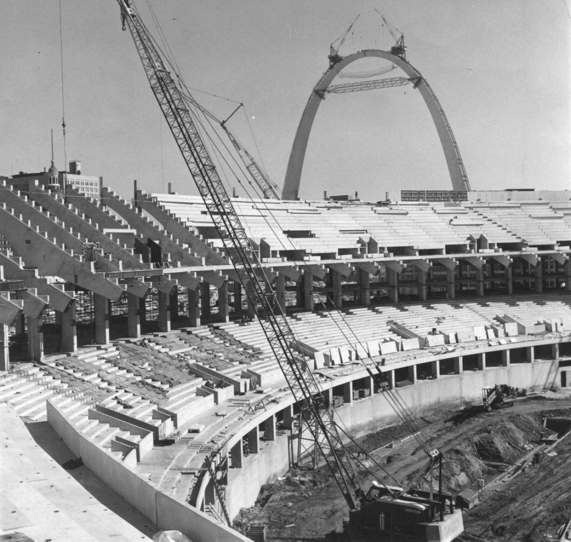 Building Gateway Arch Look Back • S...