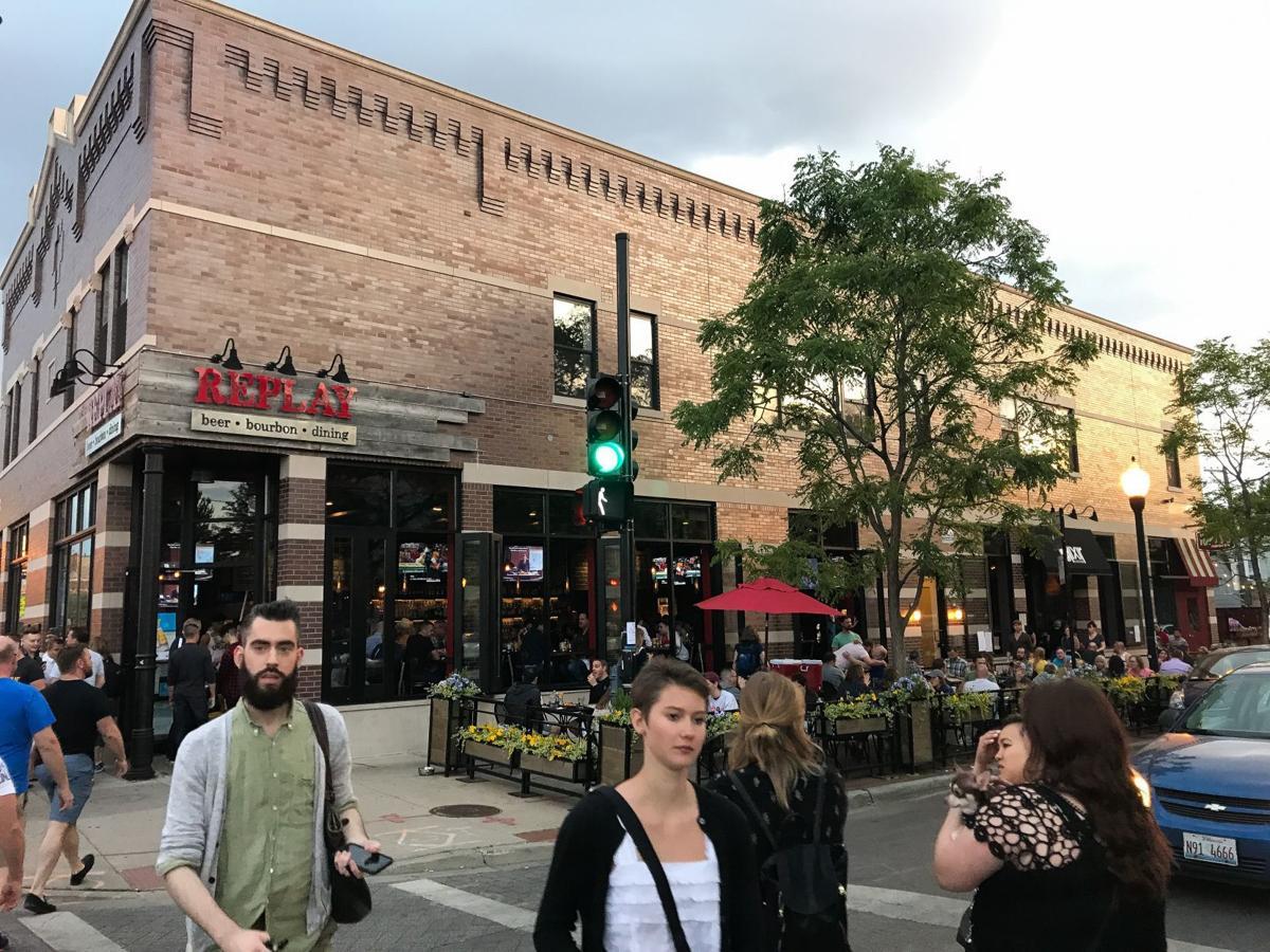 Travel to Chicago's neighborhoods