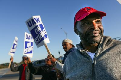 UAW workers on the picket line in Wentzville