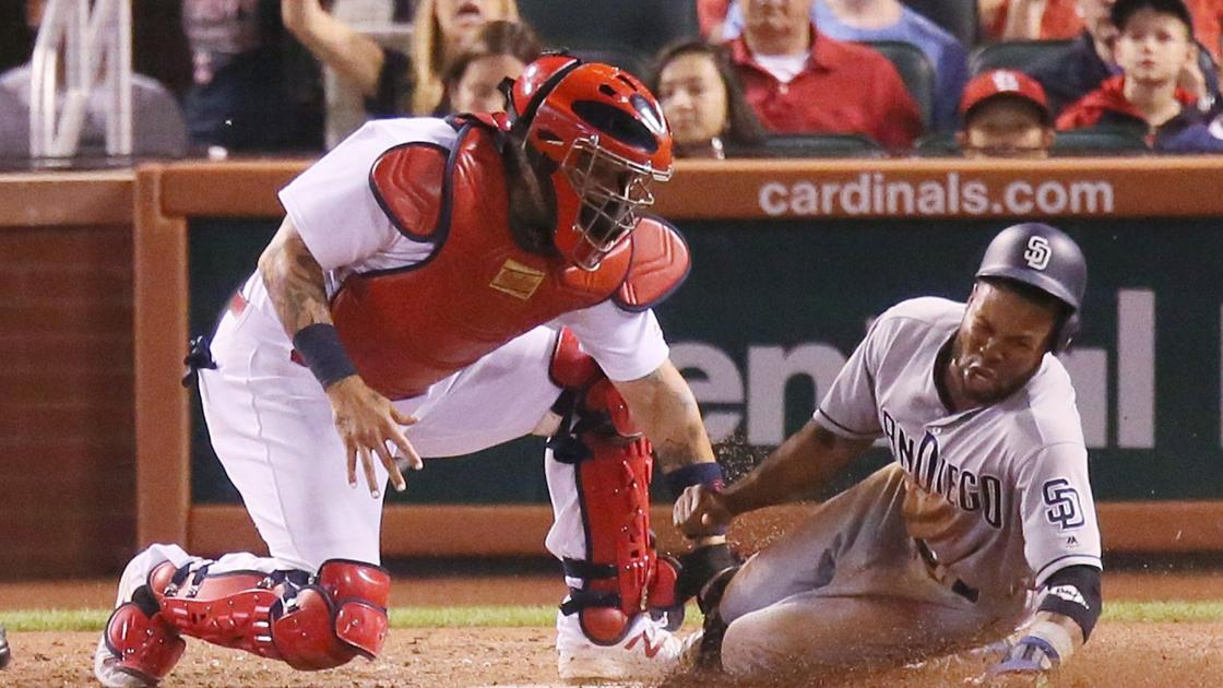 Cardinals throw away series and chance to gain on Cubs
