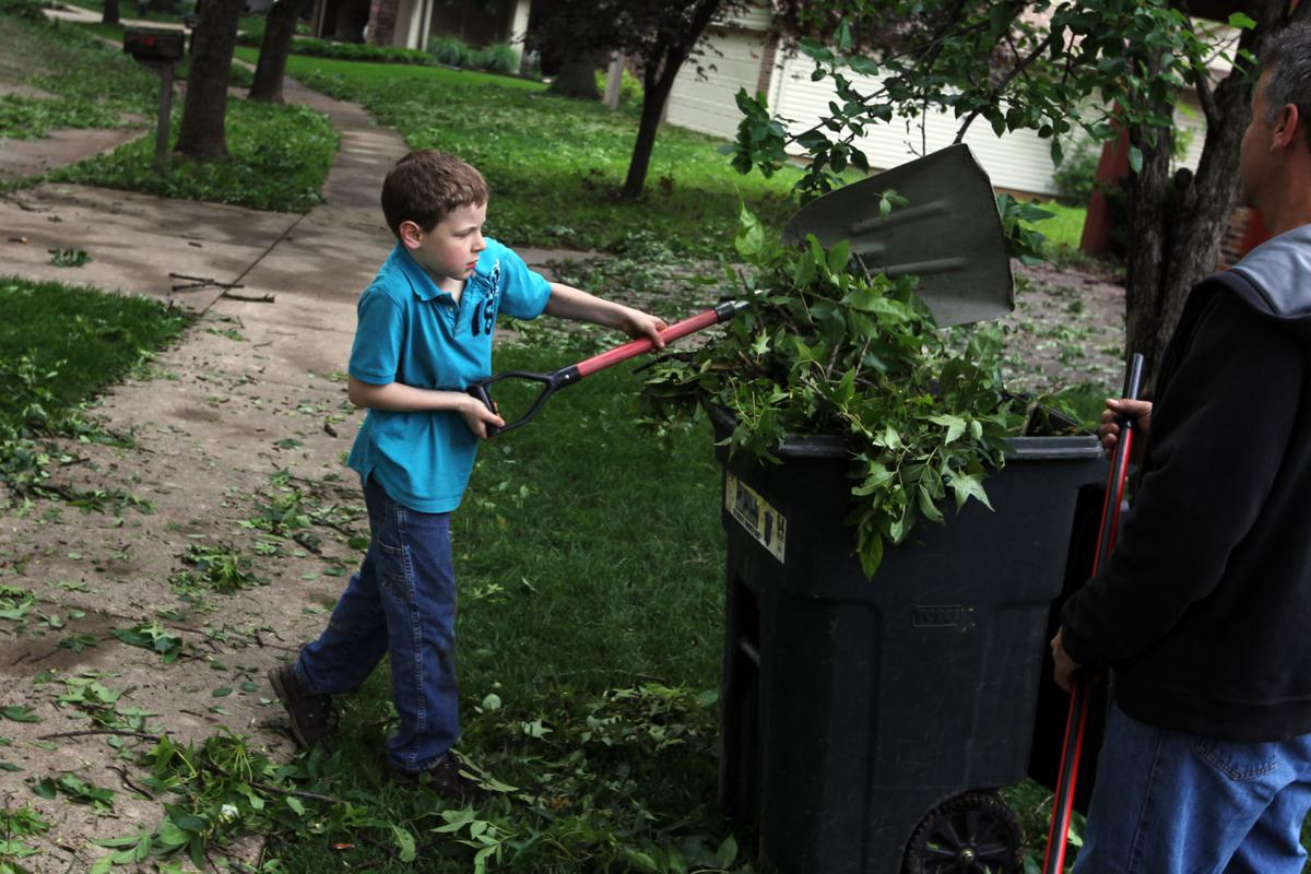 Storm leaves path of damage in St. Louis