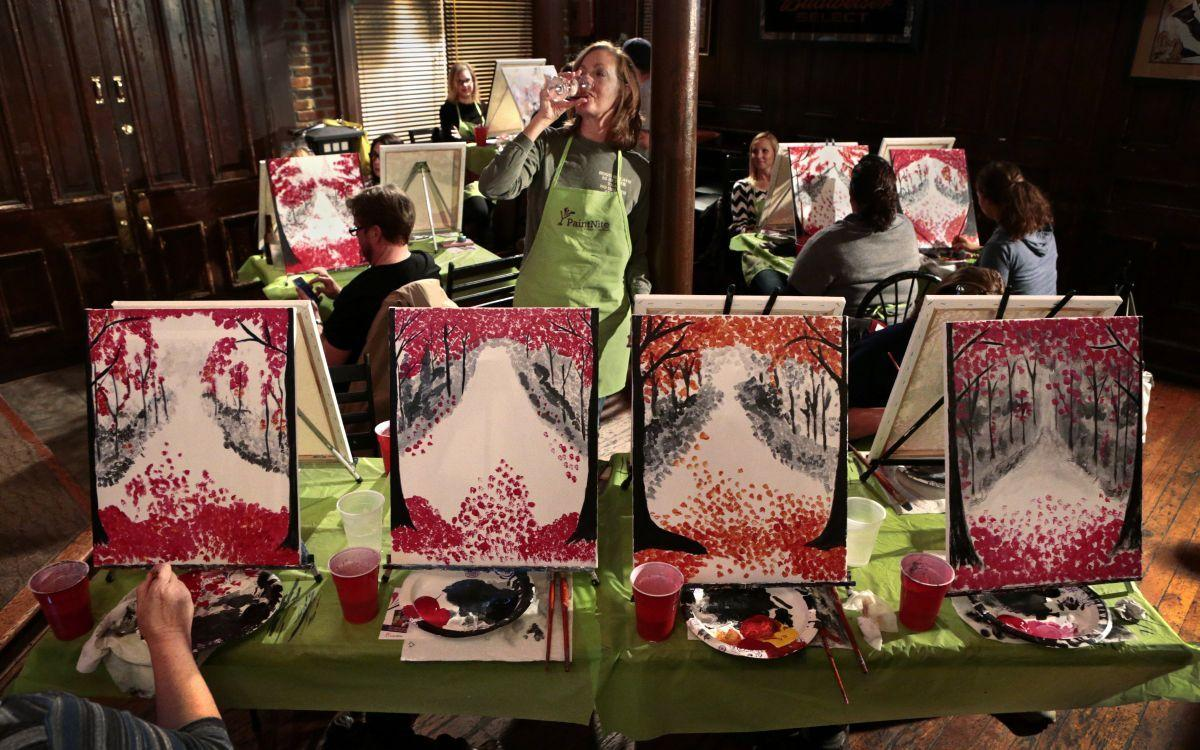 Anyone can be an artist at popular 39 paint and sip 39 parties for Wine and paint st louis