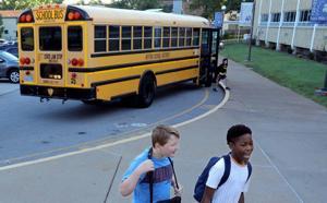 Weniger Studenten sind säumig, wie es morgen klingelt später in Affton Schulen