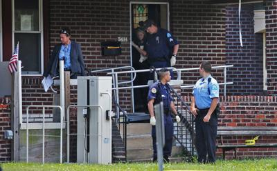 Police kill man while executing search warrant