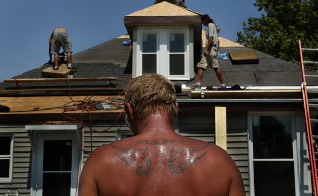 Heat takes toll on Centreville roofers