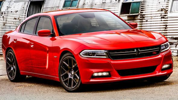 2015 Dodge Charger R T It S A Middle Sibling In A Big Family