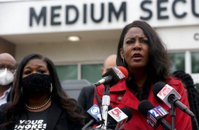 St. Louis City Mayor Tishaura Jones visits jail
