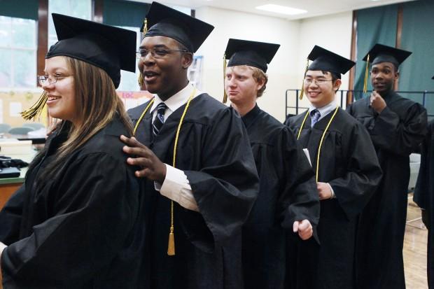 High school commencement 2021: Lynnwood HS celebrates 263 graduating seniors - Lynnwood Today