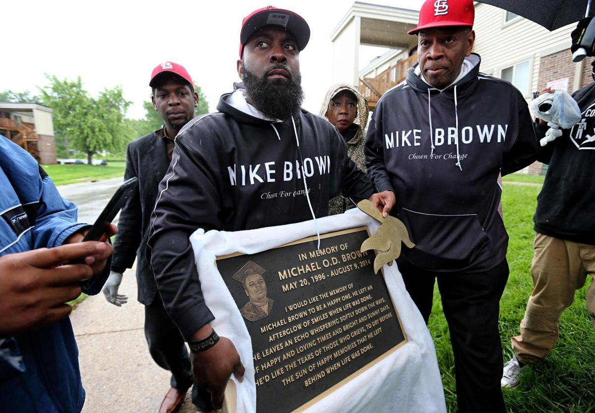 Michael Brown Sr. helps with removal of son's memorial in Ferguson