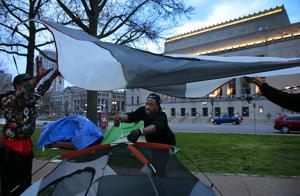 Messenger: St. Louis kehrt Obdachlosen-Politik, versucht, klar, die Innenstadt-Zelt-Stadt trotz CDC-Richtlinien