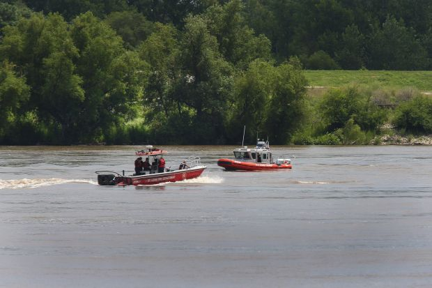 Crew Rescued After Towboat Begins Sinking Near Stan Musial