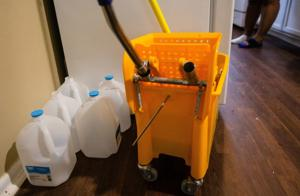 Wasser Unternehmen Gelübde zu halten, tippt auf bei unruhigen T. E. H. Immo-Eigenschaften. Für jetzt.