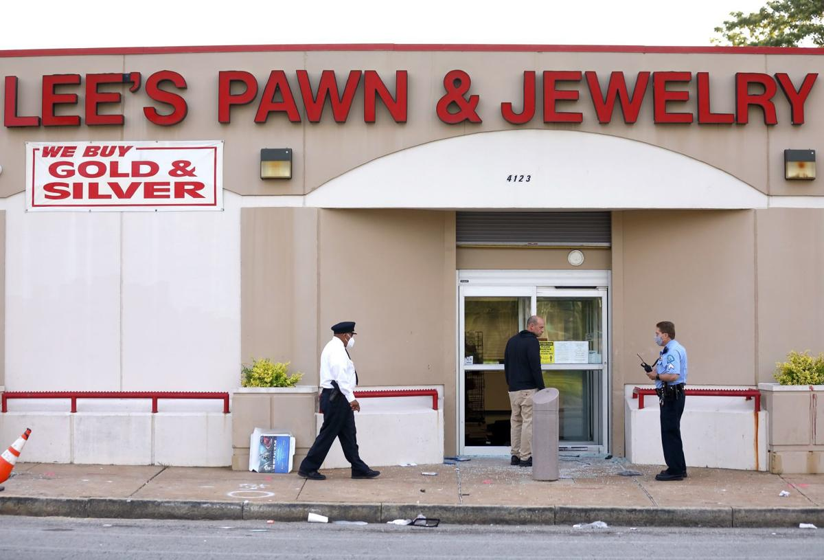 Man slain at Lee's Pawn & Jewelry
