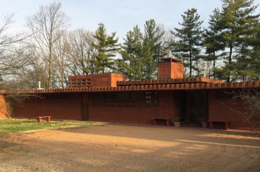 want to live in a frank lloyd wright home one is for sale in town and country home and garden. Black Bedroom Furniture Sets. Home Design Ideas
