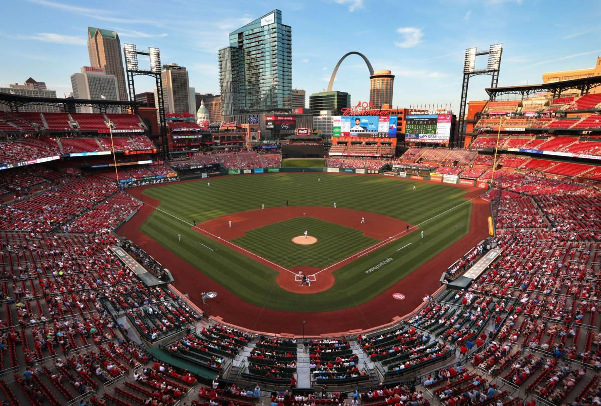 Cardinals, Marlins play to first full-capacity crowd at Busch