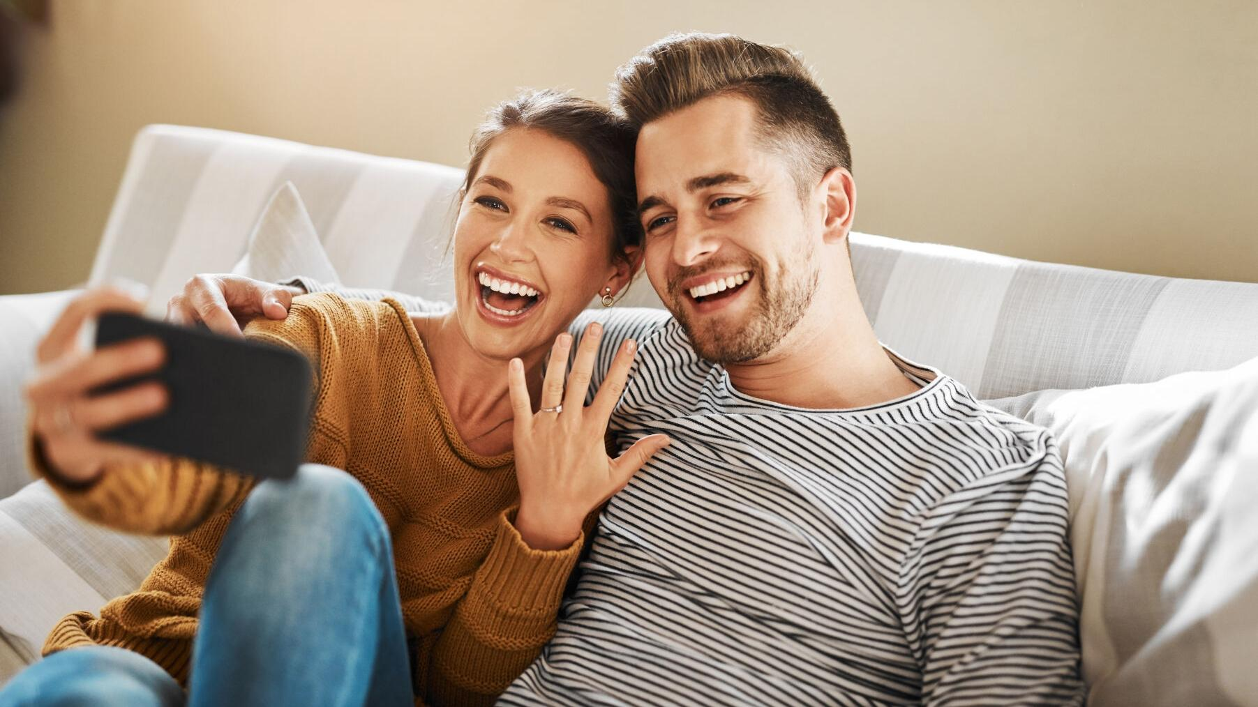 How to Announce Your Engagement: Advice From St. Louis Etiquette Experts