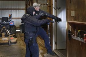 Η αστυνομία ανακάλεσε αναζήτηση κοντά σε Fenton για ύποπτο για φόνο, ο οποίος παραμένει ασύλληπτος
