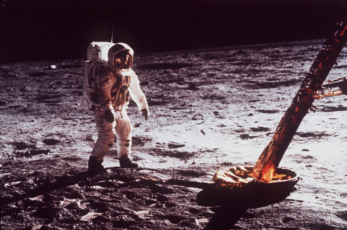 APOLLO 11 LUNAR MODUL,MOON WALK -
