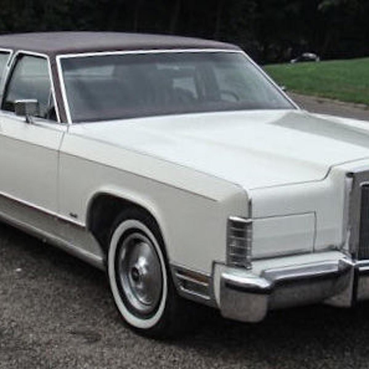 The 1977 Lincoln Continental Town Car was the largest car on the ...