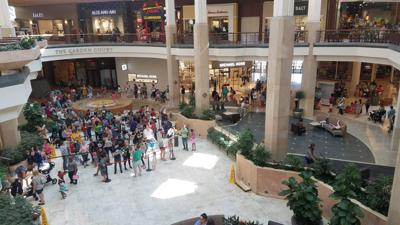 Line at Galleria Build-a-Bear store